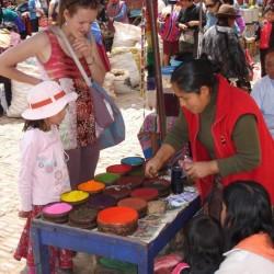 Weighing dye powders - Pisaq market