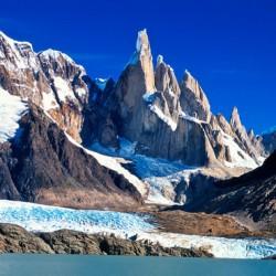 Cerro Torre (3102m)