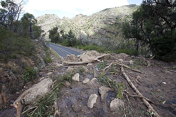 Main roads into Halls Gap and Wartook. Grampians Road to Lake Bellfield