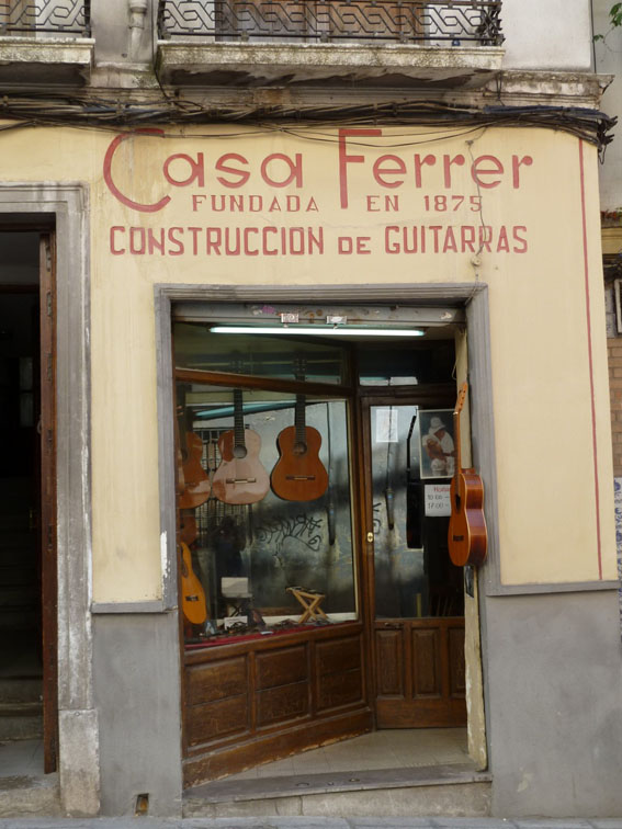 Guitar shop in Granada